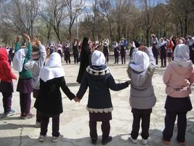 اجرای بازیهای بومی محلی، پیاده روی، ورزش و خوردن صبحانه سالم همزمان با هفته سلامت در کانون پرورش فکری کودکان و نوجوانان فرخشهر