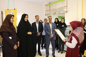 گشایش نمایشگاه «خانوادهی شاد» در کانون سمنان