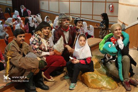 نخستین روز اجرای نمایش گروفالو در سالن سینما کانون ساری