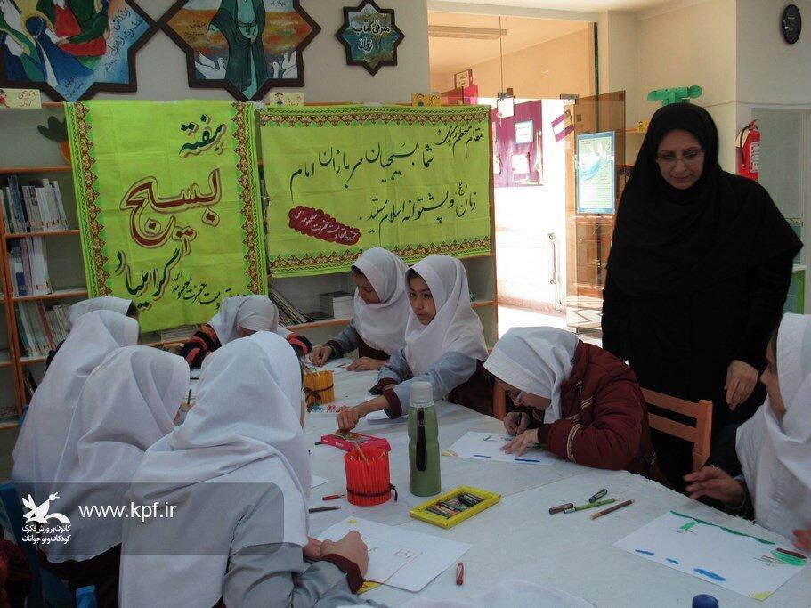با اجرای مسابقه نقاشی، هفتهی بسیج در کانون نمین گرامی داشته شد