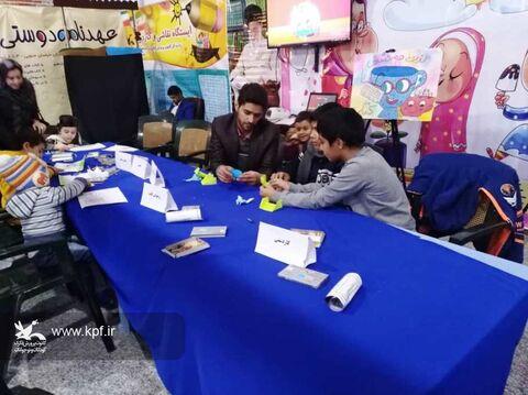 بازدید مسئولان از غرفه های کانون در نمایشگاه کتاب