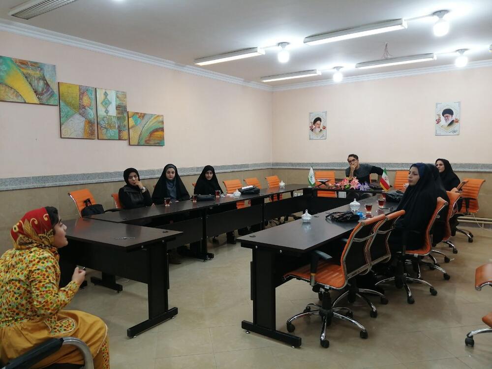 دانشجویان دانشگاه فرهنگیان در کانون ایلام قصه گویی آموختند