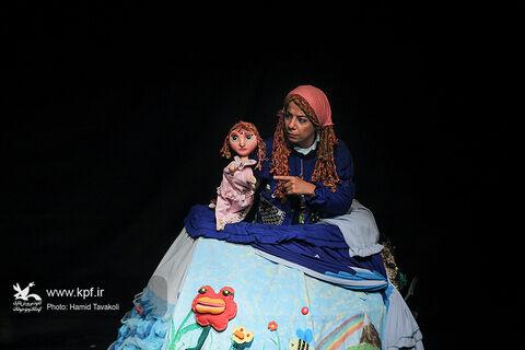 نمایش دنیای خیالانگیز من به کارگردانی بهناز مهدیخواه