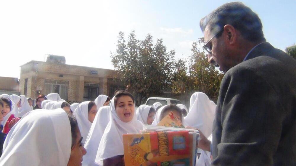 آشنایی با فعالیت های کتابخانه های سیار روستایی کانون استان ایلام