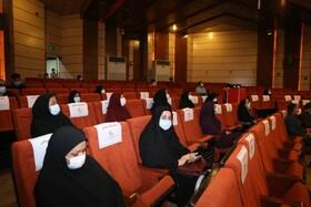 رامش محمودی فر و راضیه سلیمانی پور به عنوان پرسنل پیشکسوت کانون هرمزگان تقدیر شدند