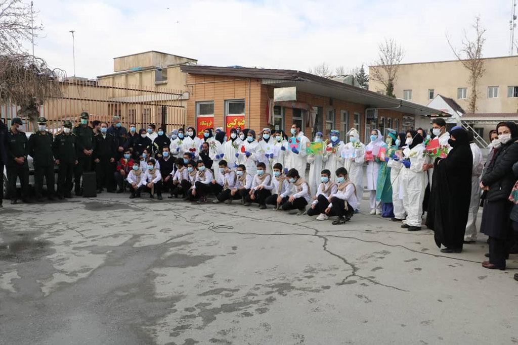 تقدیر از مدافعان سلامت بخش کرونایی بیمارستان سینا همدان، توسط اعضا کانون پرورش فکری شهر لالجین