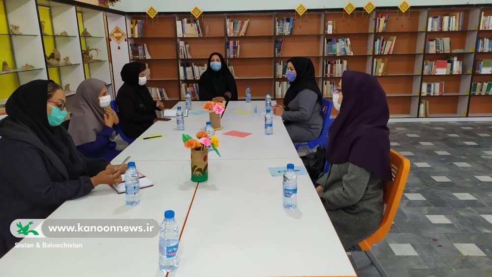 بررسی مسایل و چالشهای مربیان مراکز در جذب و پایدارسازی اعضا در ایام کرونا