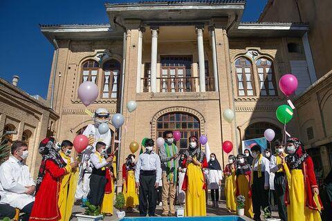 از عروسک نماد مدافعان سلامت در کانون پرورش فکری استان کرمانشاه رونمایی شد