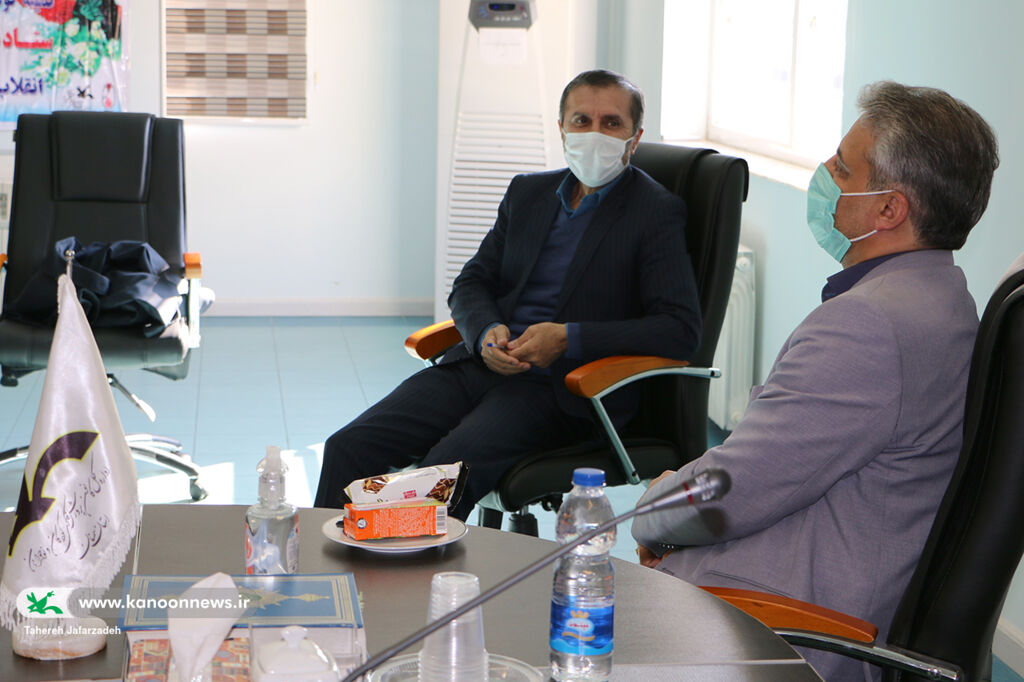 دیدار مدیرکل دفتر امور اجتماعی و فرهنگی استانداری با مدیرکل کانون سمنان
