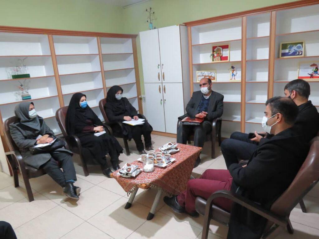 بازدید مدیر موسسه آموزشی رزمندگان اسلام از نمایشگاه دستاوردهای خلاق مربیان کانون پرورش فکری استان اصفهان