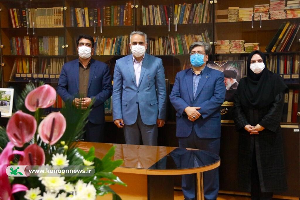 دیدار صمیمی مدیرکل مدیرکل کانون پرورش فکری یزد با مدیر کل آموزش وپرورش استان