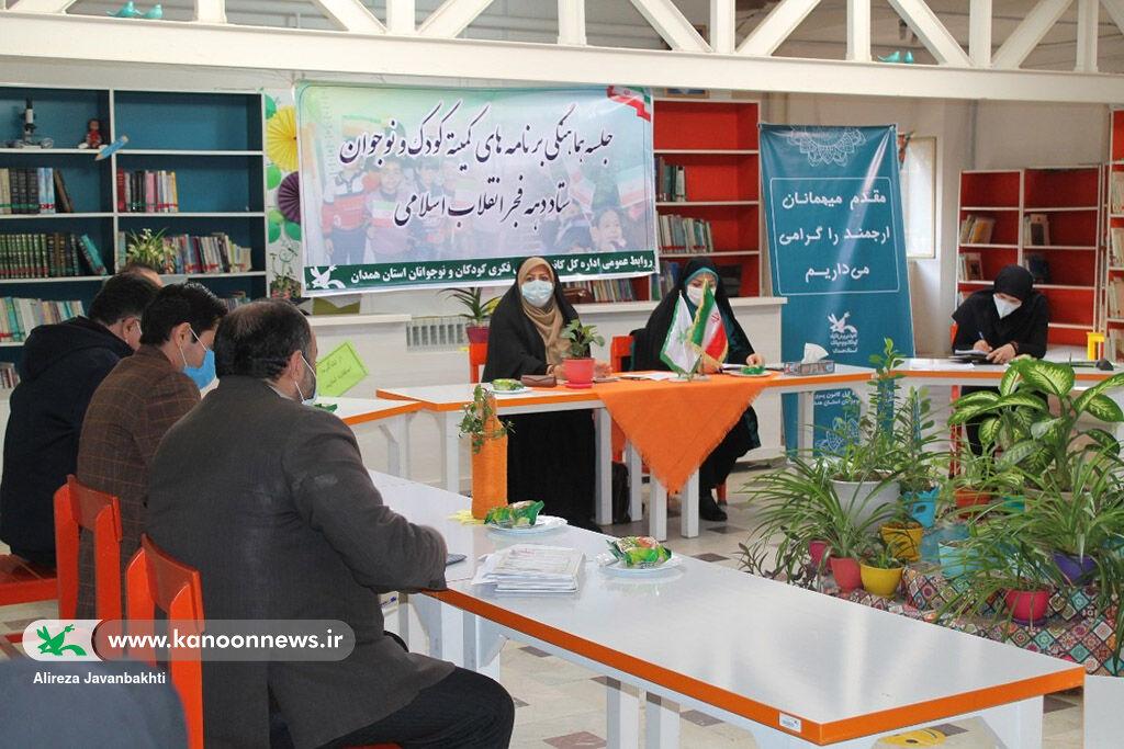 وظیفه ما مراقبت از درخت تناور انقلاب اسلامی و تحویل آن به نسلهای آینده است