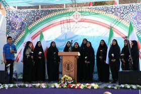 اجرای اعضای انجمن سرود کانون کرمان در مراسم ۱۲ بهمن