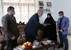 خانواده شهیدان امامپناهی تجلیلشدند