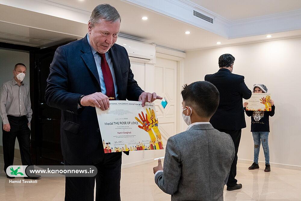 جوایز اعضای برگزیده کانون در نمایشگاه هنرهای زیبای لیدیسه ۲۰۲۰ اهدا شد