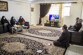 تجلیل مدیرکل کانون استان از  همسر شهید و پدر شهید دو ساله در آستانه روز پدر