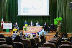ویژهبرنامه «شعر سبز شاخه ها» در مرکز۸ کانون قم برگزار شد