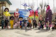 عروسکهای بلندقامت کانون استان همدان به استقبال بهار رفتند