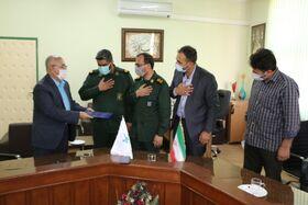 همزمان با آغاز هفته هنر انقلاب اسلامی، از مدیر کل کانون فارس تقدیر شد