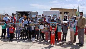 پیک امید در کنار کودکان زلزله زده
