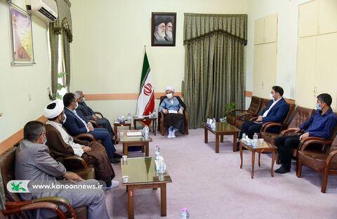 دیدار مدیر کل و جمعی از کارکنان کانون فارس با نماینده ولیفقیه و عضو خبرگان رهبری