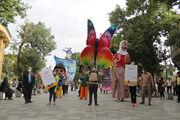 شادپیمایی عروسکهای بلندقامت کانون در عید سعید غدیر