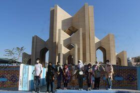 گزارش تصویری حضور کودکان و نوجوانان در مقبره الشعرا