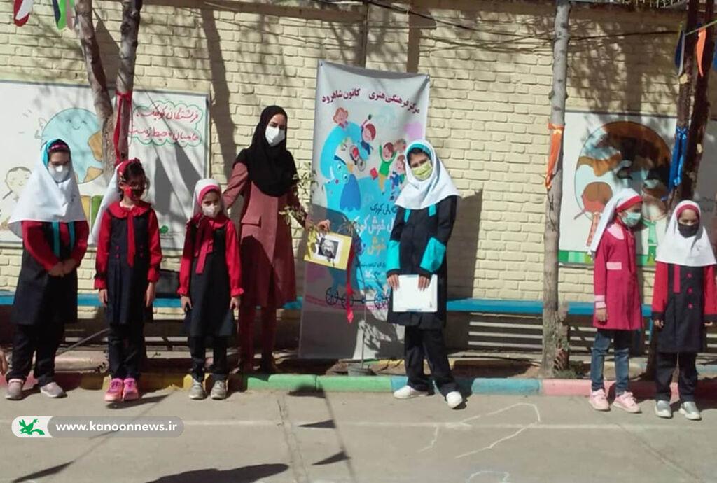 کاشت نهال مفاخر ایران در مدارس شاهرود