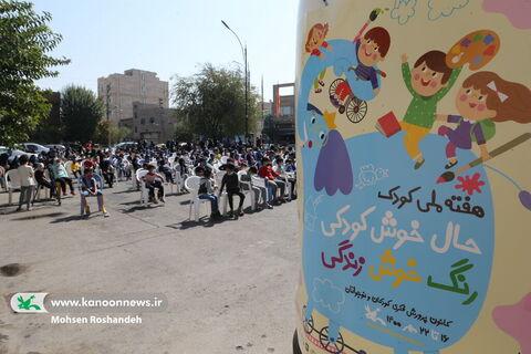 اجرای برنامههای تماشاخانه سیار کانون در مناطق حاشیهای تهران