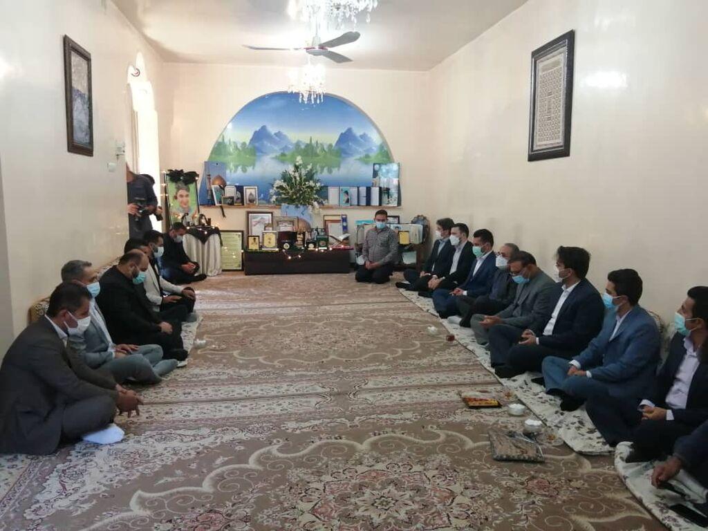 مدیرعامل به دیدار خانواده شهید علی لندی رفت