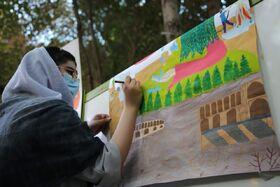 اعضای نوجوان انجمن هنرهای تجسمی کانون پرورش فکری کودکان و نوجوانان استان اصفهان به صورت گروهی نسبت به خلق ۶ اثر ارزنده نقاشی اقدام کردند